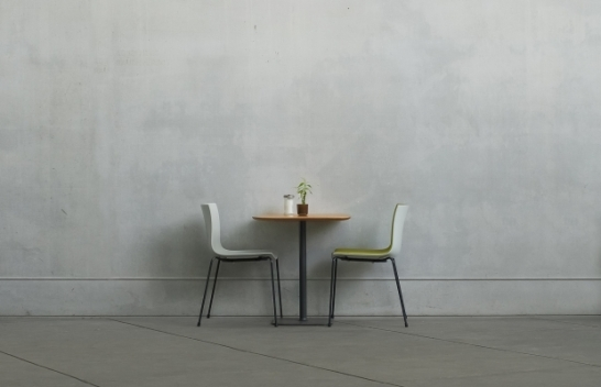 minimalistic-dinner-table-1201878-1919x1245